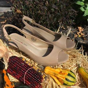 Bandolino peep toe sling back nude patent heels